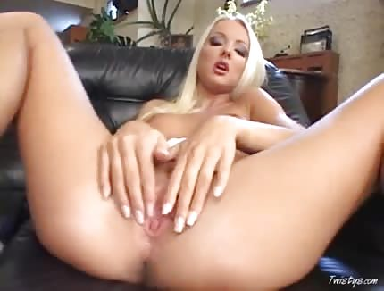 hot blonde babe presents her pussy